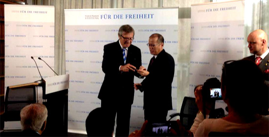 Aquino Receives Freedom Medal in Germany